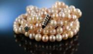Immer im Trend: Schmucke Perlen an Ohr, Hals und Arm – als Statement von Die Halsbandaffaire