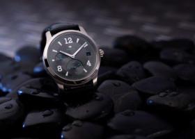 Sportlich-elegant in Weißgold – die neue Degussa Limited Edition GMT Herren-Armbanduhr