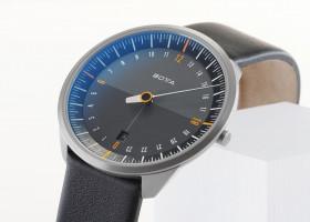 Die neue Einzeigeruhr UNO 24 titan von BOTTA design