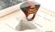 Ringe aus Buchseiten: Romeo und Julia am Finger