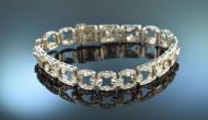 Diamanten, Silber, Perlen veredeln Braut & Kleid – passender Schmuck zur Winterhochzeit von Die Halsbandaffaire